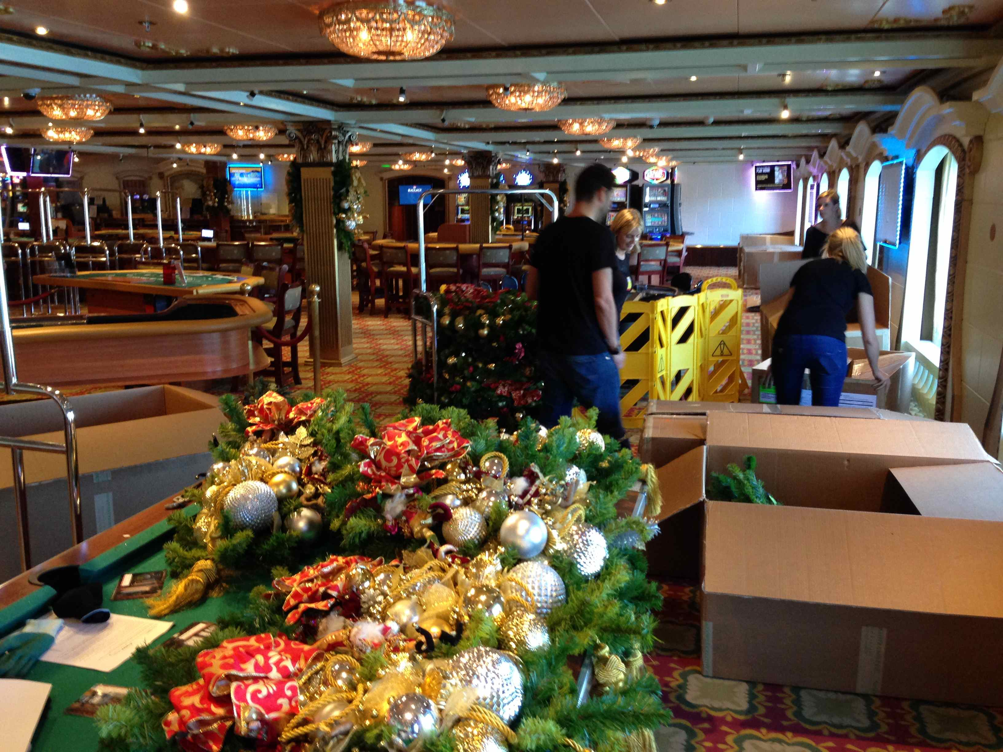 advertisements - When Do Cruise Ships Decorated For Christmas